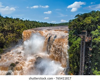 Der Saltos del Monday in der Nähe der Stadt Ciudad del Este in Paraguay
