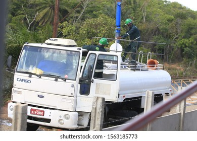 SALVADOR, BAHIA / BRAZIL - January 27, 2017: Kite truck is seen collecting water from a pond on Luiz Viana Avenue in the city of Salvador (SHUTTERSTOCK / Joa Souza).