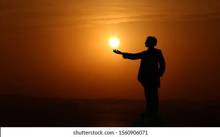 SALVADOR, BAHIA / BRAZIL - October 8, 2018: statue of the poet Castro Alves is seen at sunset in Salvador (BA). (SHUTTERSTOCK / Joa Souza).