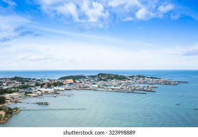SAMAESARN ,THAILAND - SEPTEMBER 24 : The aerial view of colorful fisherman villages at Samaesarn,Thailand on September 24, 2015