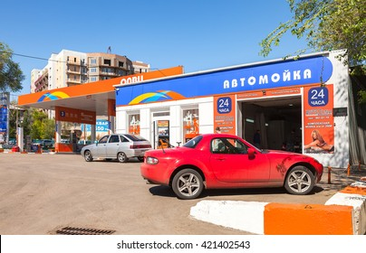 SAMARA, RUSSIA - MAY 14, 2016: Cars standing in line at the car wash near the gas station Olvi in sunny day