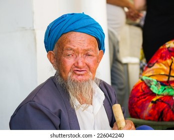 SAMARKAND, UZBEKISTAN - JUNE 10, 2011: Portrait of unidentified Uzbek man with beard and turban in Uzbekistan, Jun 10, 2011.  81% of people in Uzbekistan belong to Uzbek ethnic group