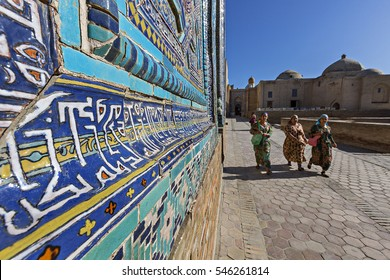 SAMARKAND, UZBEKISTAN - MAY 19, 2016: Visitors at the ancient holy cemetery of Shahi Zinda in Samarkand, Uzbekistan.
