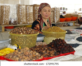 SAMARKAND, UZBEKISTAN - MAY 27: Old woman trading on a food market on May 27, 2012 in Samarkand, Uzbekistan.