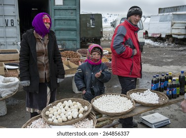 SAMARQUAND REGION, UZBEKISTAN - MARCH 14, 2015: Roadside bazaar. Children sell traditional Uzbek food.