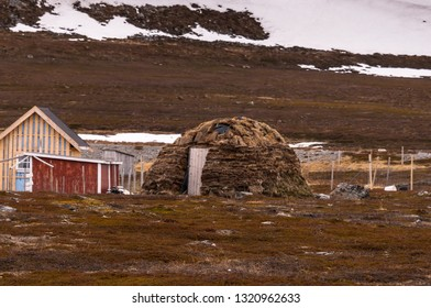 Sami hut made of peat, rag hut, igloo, Lapland, Norway