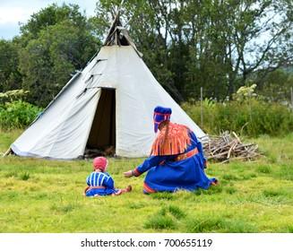 Sami women with child