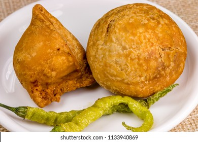 Samosa Kachori, An ever-popular roadside treat in north India