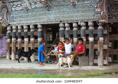 Samosir island, Lake Toba, Sumatra, Indonesia. 5 October, 2018. Documentary. Unidentified children on the rural road of a countryside village.
