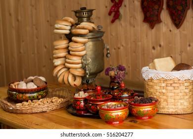 samovar, bagels, tea