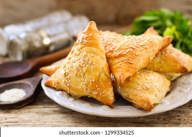 Samsa (triangular puff pastries with meat filling)