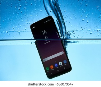 Samsung Galaxy S8 in water