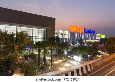 Samut Prakan,Thailand - Dec 10,2017: Mega Bangna is a large shopping mall in Bangkok.It is the fist horizontal shopping center in Asia with the area of 400,000 sq.m.Include Ikea, Robinson, Homepro, Bi
