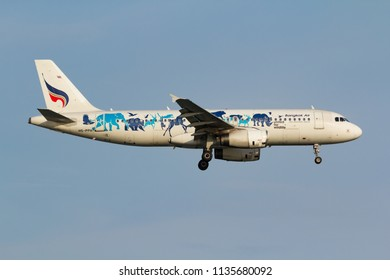 "Samut Prakarn, Thailand. April 8, 2018. Bangkok Airways Airbus A320-232 Reg. HS-PPH ""United for Wildlife"" Special Livery on Short Final Approach for Landing at Suvarnabhumi Airport with Blue Sky"