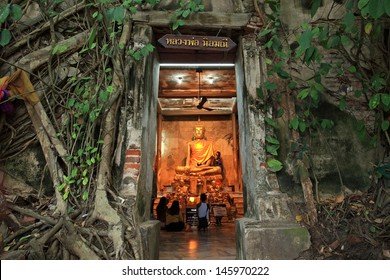 SAMUT SAKHON,THAILAND-APR 16: Unidentified people pray golden Buddha statue inside the ancient temple of Wat Bang Kung , founded in 1707, at Amphawa on April 16, 2013 in Samut Songkhram, Thailand.