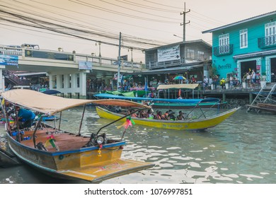 SAMUT SONGKRAM THAILAND - APRIL 21 : Unidentified tourists eat food and boat trip around in Amphawa floating market in evening on april 21,2018 at Amphawa lake in Samut Songkram, Thailand.