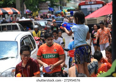SAMUTPRAKAN - APRIL 19: Songkran Festival is celebrated in Thailand as the traditional New Year's Day from April 13 to 15 ,a costume parade and a splash of water April 19, 2015 in Samutprakan.