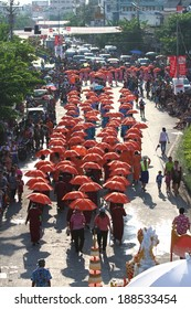 SAMUTPRAKARN - APRIL 20: Songkran Festival is celebrated in Thailand as the traditional New Year's Day from April 13 to 15 , with a costume parade and a splash of water April 20, 2014 in Samutprakarn.