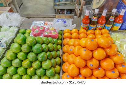 "SAMUTPRAKARN - SEPTEMBER , 23 : The oranges fruits shop at home village in Thai life style Where is located near floating market named "" TALAD KLONG SUAN "". THAILAND SEPTEMBER,23 2015"