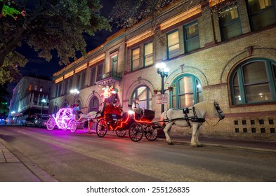 SAN ANTONIO, TEXAS, USA - SEP 27: Carriage in downtown of San Antonio, Texas on September 27, 2014 It was the fastest growing of the top 10 largest cities in the United States from 2000 to 2010