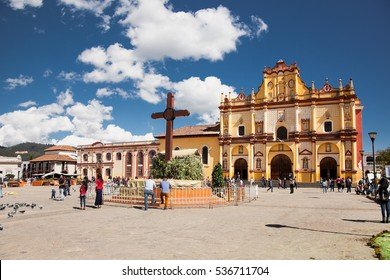 SAN CRISTOBAL DE LAS CASAS, MEXICO - DEC 11, 2015: Main square with Cathedral in San Cristobal de las Casas on Dec 11, 2015, Chiapas, Mexico. It is a cultural capital of Chiapas