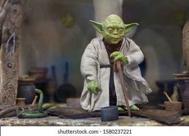 SAN DIEGO, CALIFORNIA - JULY 7, 2010: Sideshow Collectibles reveals Yoda's Dagobah Hut Diorama from Star Wars: The Empire Strikes Back in 1/6 scale