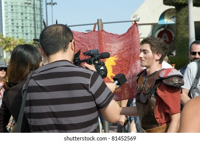SAN DIEGO - JULY 21:  Man in Roman costume and interviewers at Comic Con International in downtown in San Diego, CA on July 21, 2011.