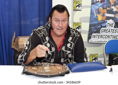 SAN DIEGO - JULY 23 : WWE Wrestler Ted DiBaise signs autographs and meet fans at Comic-Con - Day 1 on July 23, 2009 in San Diego, CA
