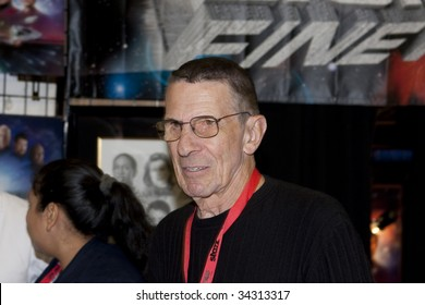 SAN DIEGO - JULY 26: Actor Leonard Nimoy at a booth, on day 4 of the 2009 Comic-Con International Convention on July 26, 2009 in San Diego, California.
