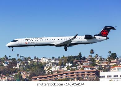 Bombardier Crj-700 Images, Stock Photos & Vectors | Shutterstock