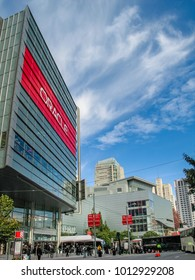 SAN FRANCISCO, CA, USA - NOV 12, 2007: Attendees of Oracle Open World conference go to  Moscone Center on Nov 12, 2007 in San Francisco, CA, USA.