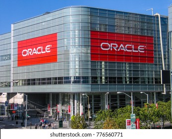 SAN FRANCISCO, CA, USA - SEPT 18, 2005: Attendees of Oracle Open World conference go to  Moscone Center West on Sept 18, 2005 in San Francisco, CA, USA.