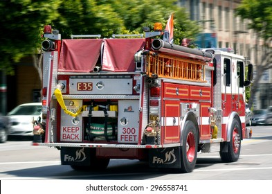 SAN FRANCISCO - MAY 21 2015:SFFD Truck E35 operating at a fire in the Tenderloin.San Francisco Fire Department serves an estimated population of 1.4 million people in the 47.5 square miles (123 km2)
