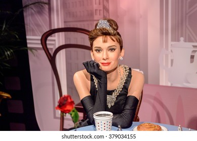 SAN FRANCISCO, USA - OCT 5, 2015: Audrey Hepburn at the  Madame Tussauds museum in SF. It was open on June 26, 2014