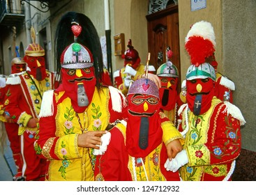 "SAN FRATELLO, ITALY - APRIL 7: Easter in Sicily, the ""Festivity of Jewishes"" also said ""Diavolata"", groups of people dressed up as jewish passing across the village on april 7, 2004 in Fratello, Italy"