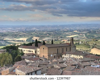 San Gimignano, the town of beautiful towers, lies in a picturesque position on a hill dominating the Val d'Elsa