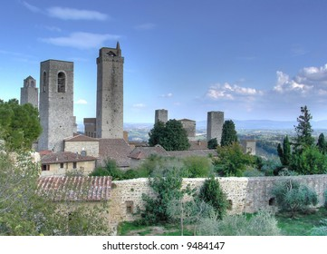 San Gimignano, the town of beautiful towers, lies in a picturesque position on a hill dominating the Val d'Elsa. This town went through the prosperous period of its history in the Middle Age.