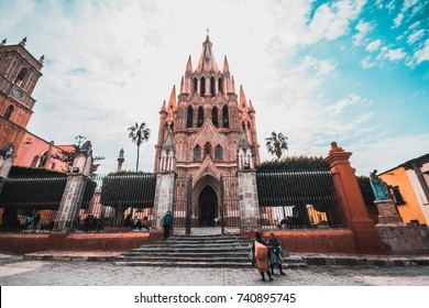 San Miguel de Allende, Mexico - noviembre 17, 2016: main facade of the Parish of San Miguel Arcangel