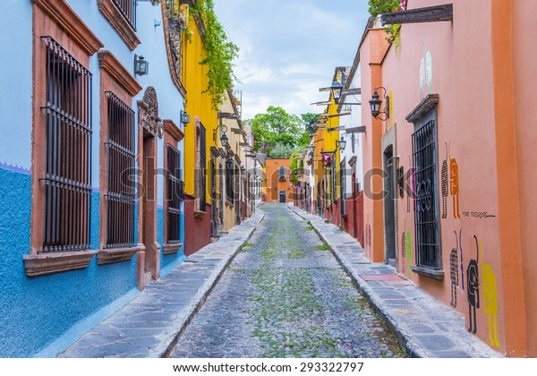 SAN MIGUEL DE ALLENDE , MEXICO - MAY 31 : Street view in San Miguel de Allende , Mexico on May 31 2015. The historic city San Miguel de Allende is UNESCO World Heritage Site since 2008.
