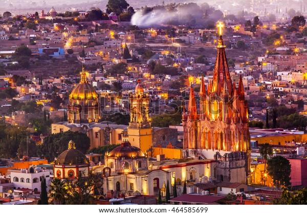 San Miguel de Allende, México, Miramar, con vistas al Parroquia Archangel Iglesia de Cerco, Iglesias Casas