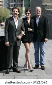 SAN SEBASTIAN, SPAIN - SEP 20: Julia Roberts; Javier Bardem at the 58th International Film Festival San Sebastian on September 20, 2010 in San Sebastian, Spain
