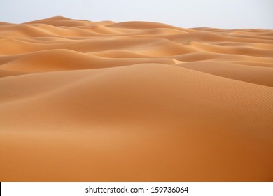 The sand dunes of Erg Chebbi, among the highest and most beautiful in the Moroccan Sahara. Near Merzouga, Sahara, Morocco.