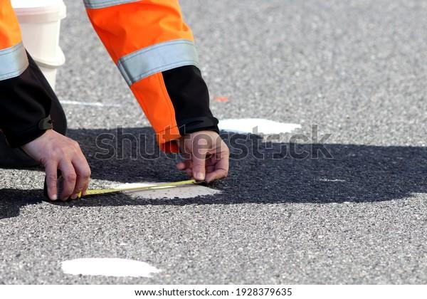 Sand patch test on the asphalt surface