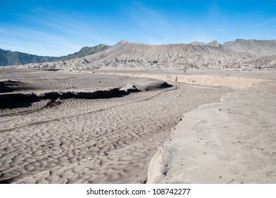 Sand pattern of volcano Mountain Bro mo , indonesia