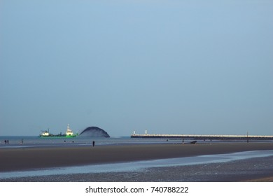 sand spraying at the port of Nieuwpoort