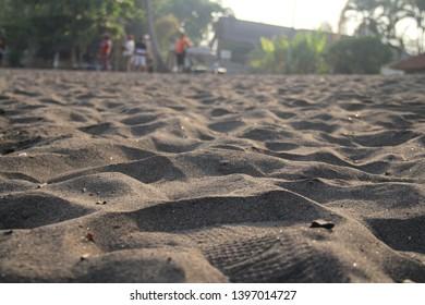 sand wafe at lovina beach bali