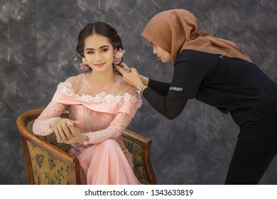 Sandakan Sabah 17 march 2019 Professional make up artist and hair do preparing her model for studio photoshoot season panda film studio.