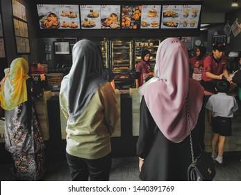 Fast Food Waiter Images, Stock Photos & Vectors | Shutterstock