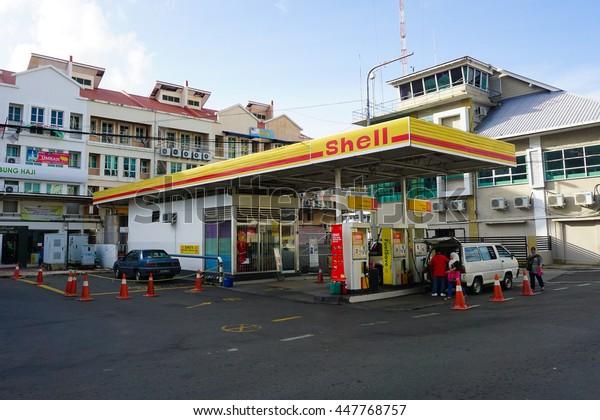 Sandakansabahdec 282015shell Gas Station Sandakan Townsabah Stock