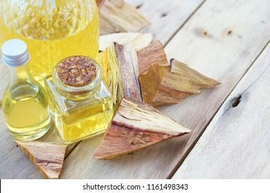 Sandalwood oil with Sandalwood
